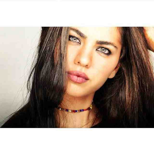 ماغي فرحات اللبنانية شبيهة الممثلة العالمية أنجلينا جولي